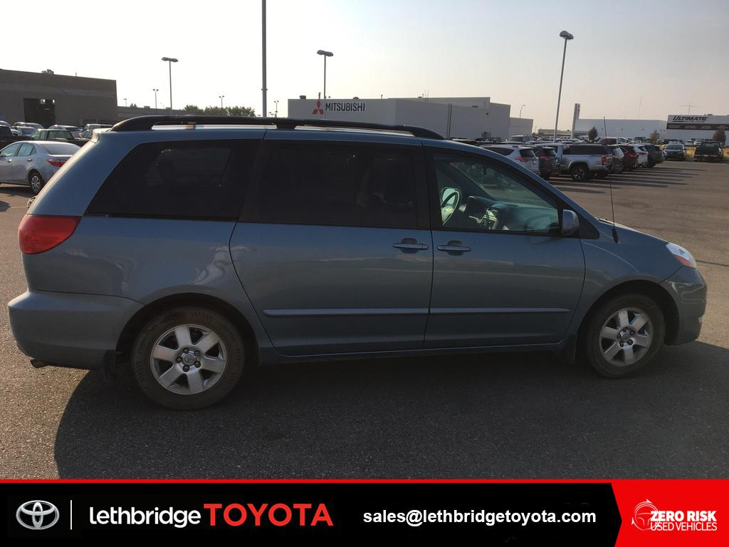 Pre owned 2008 toyota sienna le one owner low km great shape
